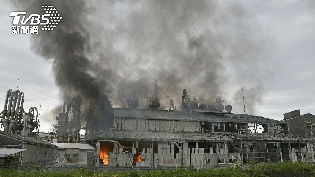 日本福島化學工廠傳出爆炸,4人輕重傷送醫。(圖/達志影像路透社) 日本福島化學工廠爆炸濃煙竄天際 4人輕重傷