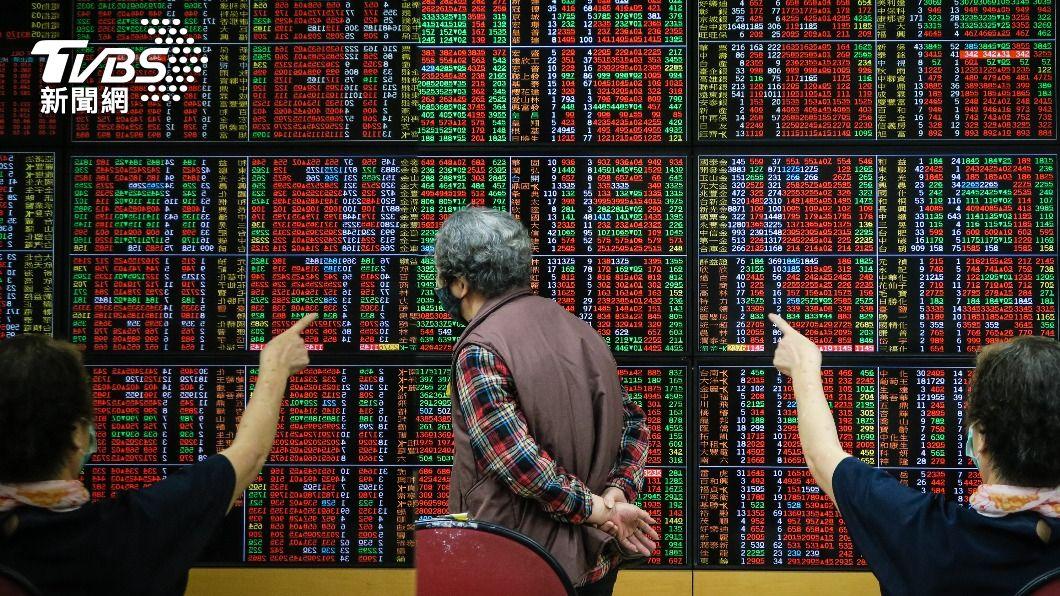 (圖/中央社) 台股屢創天量 4月證交稅244億元再飆史上單月新高
