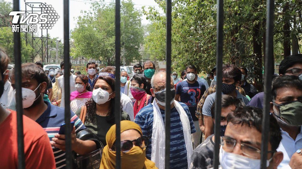 印度新冠肺炎疫情狀況嚴重。(圖/達志影像美聯社) 印度新冠疫情危機未歇 7天平均新增確診數創新高