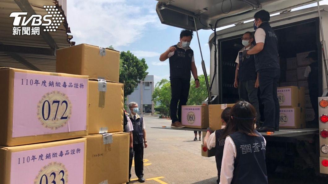 調查局銷燬毒品。(圖/TVBS) 調查局銷燬212公斤毒品 出動防彈裝甲運鈔車防調包