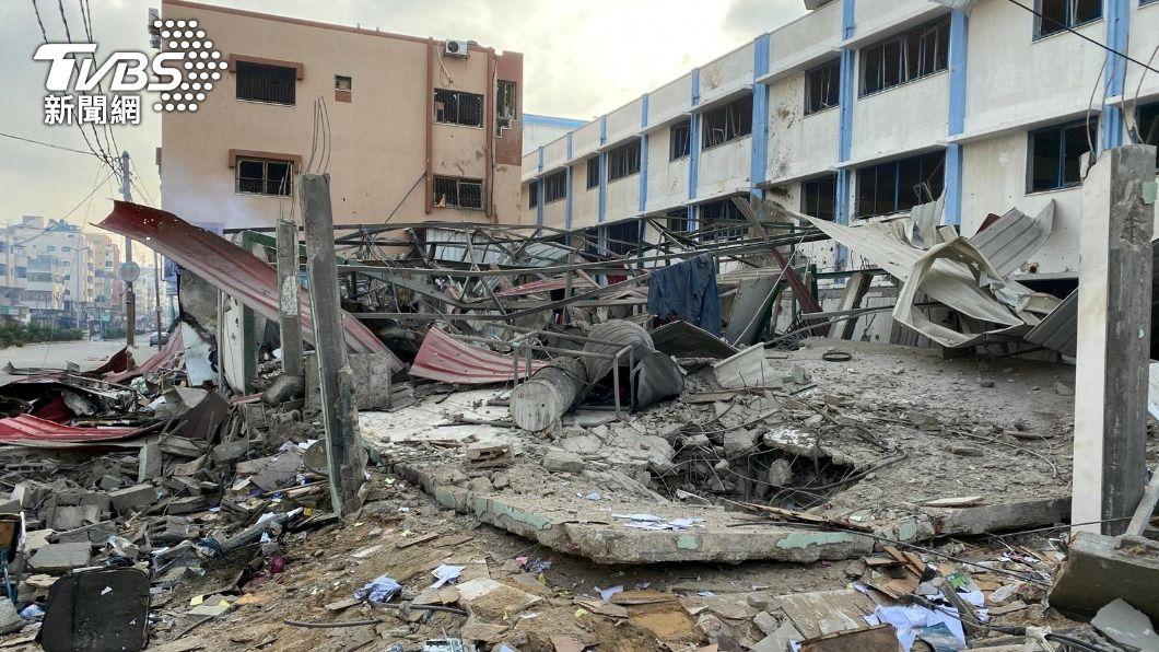以色列空襲加薩走廊。(圖/達志影像路透社) 以色列空襲擊垮加薩大樓 哈瑪斯火箭射特拉維夫