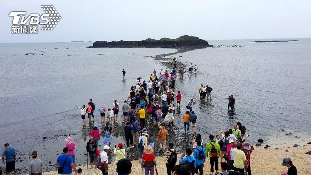 澎湖觀光景點「摩西分海」。(圖/中央社資料照) 防疫升級 澎湖「摩西分海」景點採人流管制