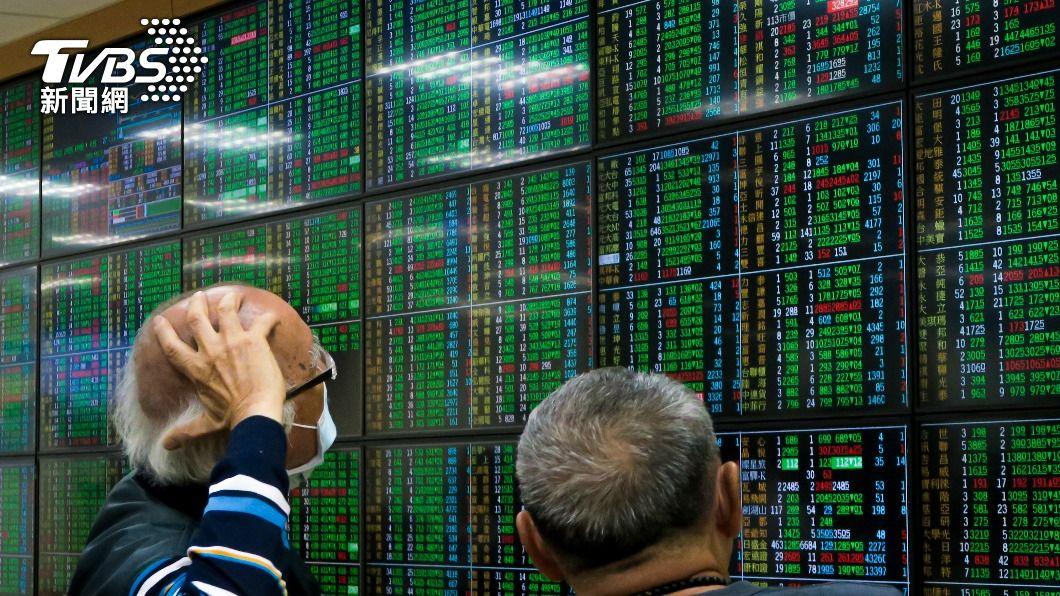 台股爆量重挫。(圖/中央社) 台股再爆天量重挫 單日市值急縮2.06兆元
