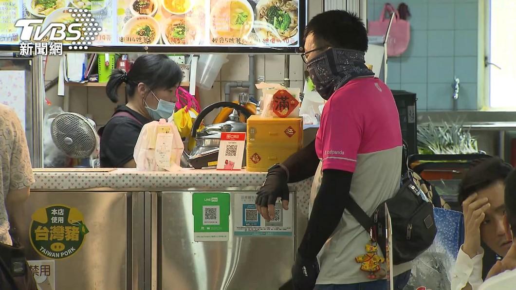 外送員工作量暴增。(示意圖/TVBS) 疫情燒被當「類病毒」轟出社區!外送員嘆:想變回正常人