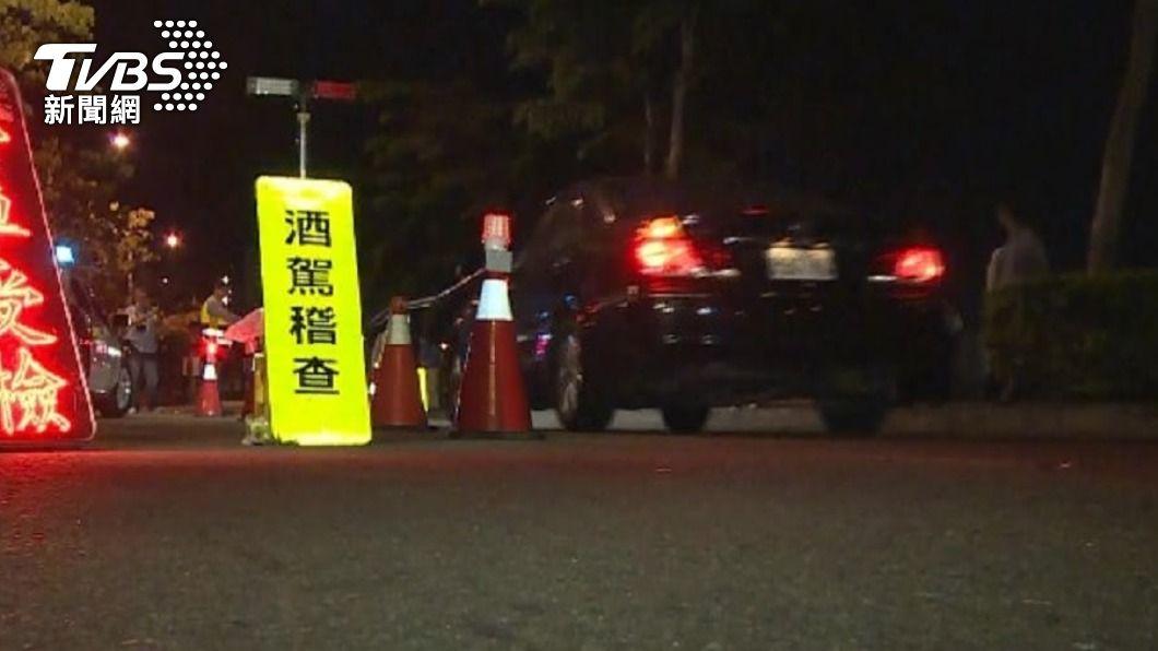 圖為警察路邊攔檢。(圖/TVBS) 蔡清祥:刑事處罰遏止酒駕 加強要求檢警確實執法