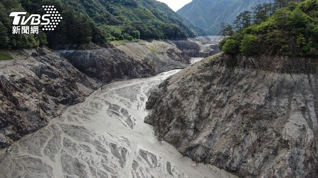 (圖/中央社) 德基水庫蓄水率回升至2.9% 今早再度放水