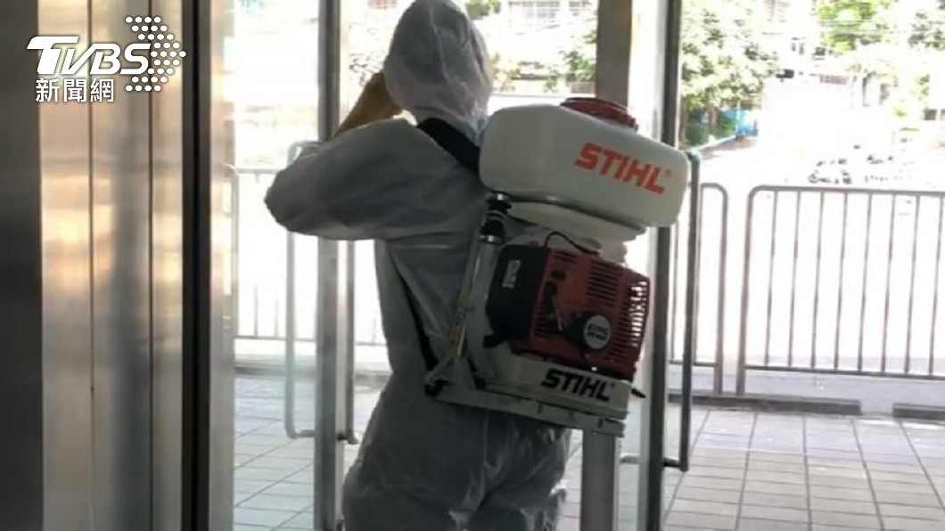 基隆火車站周邊地區12日緊急消毒。(圖/TVBS) 獅子會、萬華茶藝館最新足跡!確診者「5月去過」一次公布