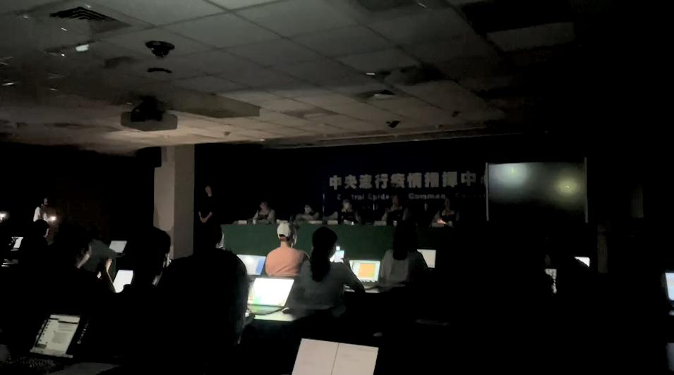 今日全台大停電。(圖/TVBS) 「本土爆、台鐵出軌、大停電」 網怕爆:亡國感好重