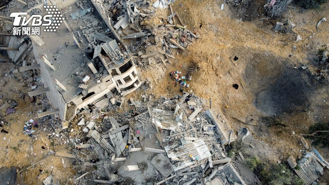 圖/達志影像路透社 以色列炸彈從天而降! 半島記者邊播報邊躲炸彈