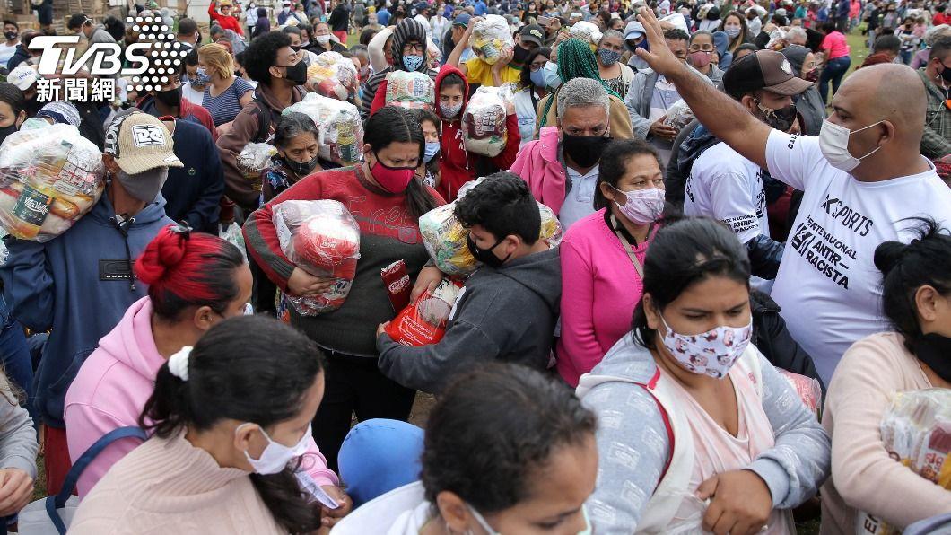巴西新冠確診病例數居高不下。(圖/達志影像路透社) 巴西染疫死亡數列全球第2 單日新增逾4萬起確診者