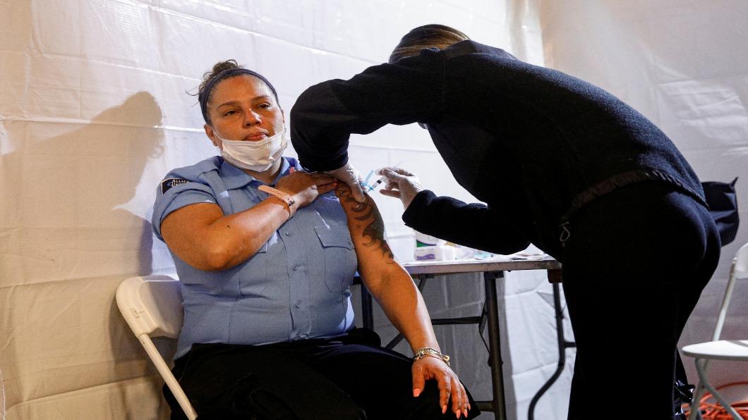 圖/達志影像路透 打過1劑疫苗.就有機會 周周抽百萬美金