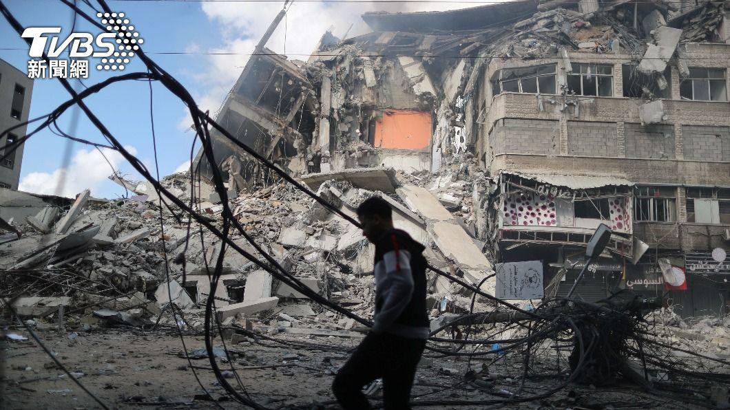 加薩走廊連日遭空襲炮擊,大量民宅遭波及。(圖/達志影像路透社) 以色列空襲加薩走廊 巴勒斯坦大家庭10死僅5月嬰倖存
