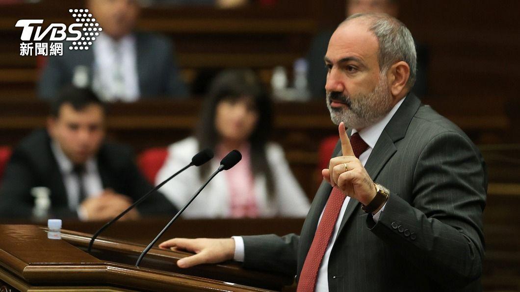 亞美尼亞總理帕辛揚日前在議會發表談話。(圖/達志影像路透社) 國際局勢不平靜 亞美尼亞指控亞塞拜然入侵國土恐再引戰