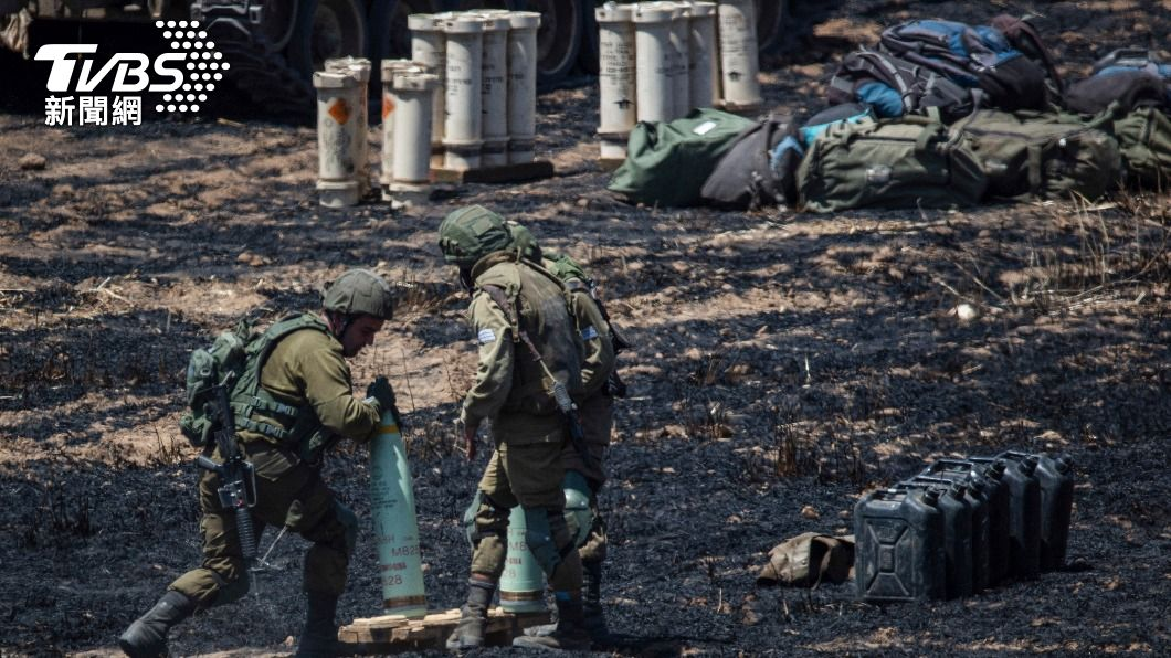 以色列軍人準備發動攻擊。(圖/達志影像美聯社) 以巴衝突互轟 上百名巴勒斯坦人喪命