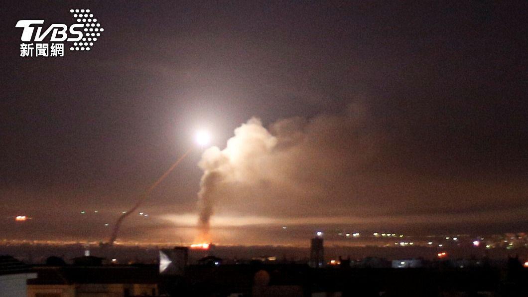 以色列軍方表示,敘利亞朝以色列方向發射3枚火箭砲。(圖/達志影像路透社) 中東火藥庫濃濃煙硝味 敘利亞朝以色列發射3枚火箭