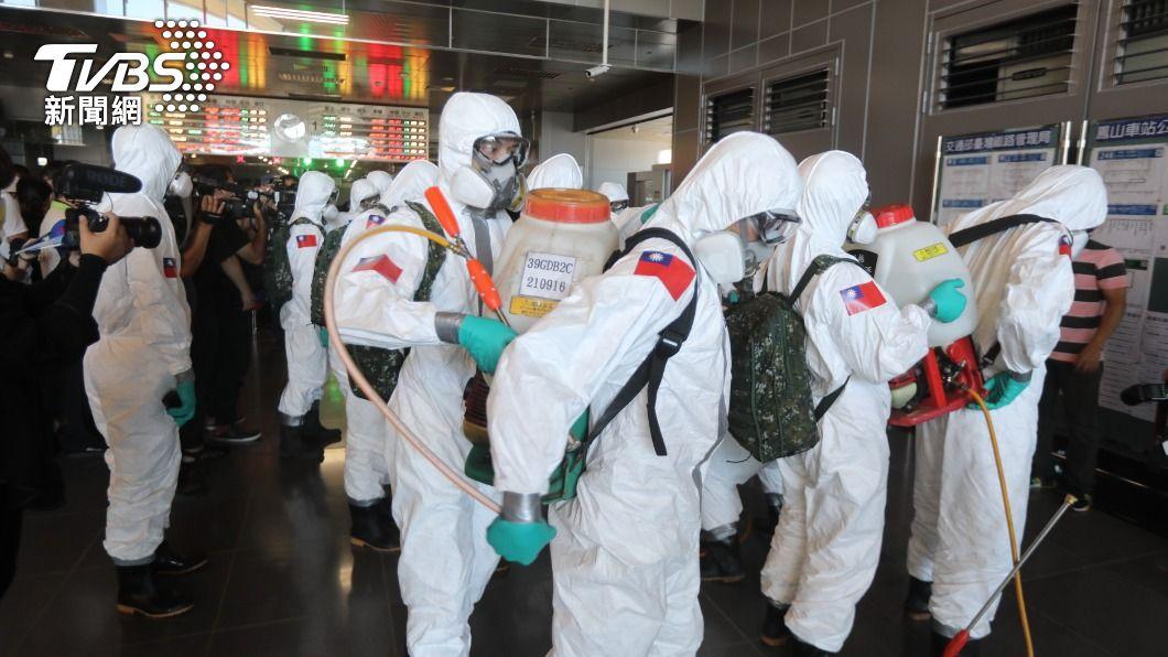 高雄市日前進行大消毒。(圖/TVBS) 高雄3確診足跡跨多區 搭高鐵、火車、逛全聯
