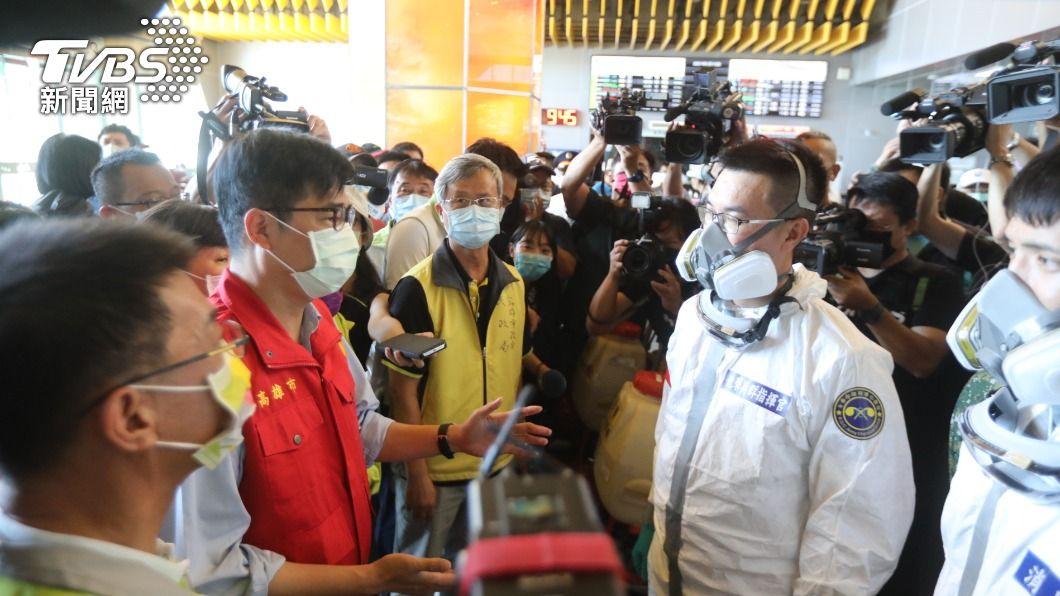 高市針對疫情祭出新政策。(圖/TVBS) 高雄下令禁足雙北 陳其邁撂重話「病毒有6個傳播週期」