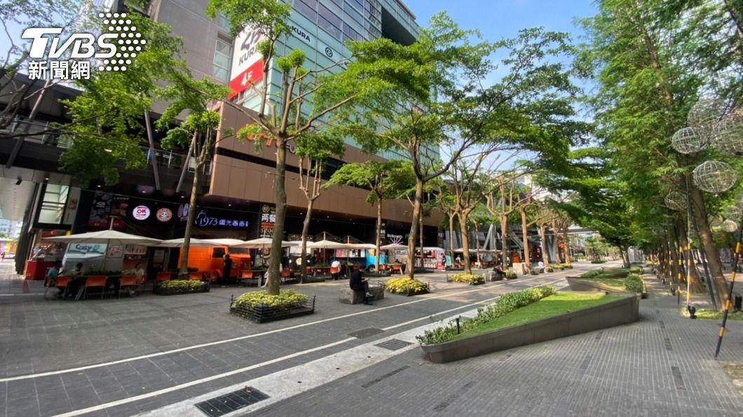 台灣疫情升溫,街道人潮明顯減少許多。(圖/TVBS) 不斷更新/連5日本土確診破百 活動停辦、異動一次看