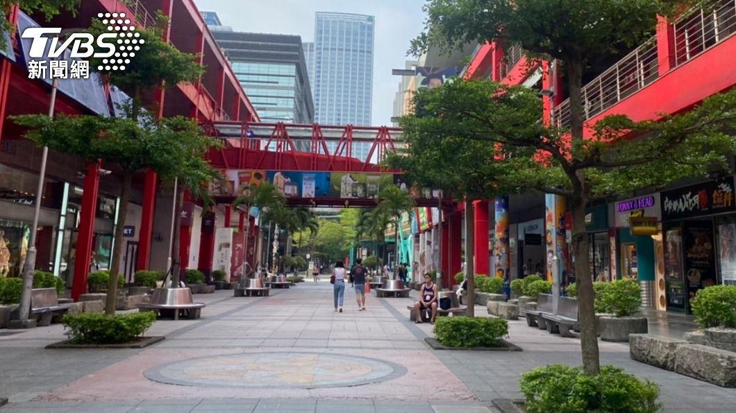 台北市信義區冷清清。(圖/TVBS) 「不意外」三級延到7/12 醫揭棘手隱憂:會隨時爆發