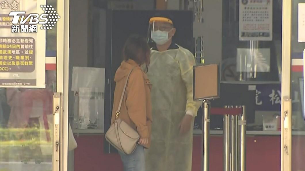指揮中心宣布4大醫療應變策略。(示意圖/TVBS) 4大醫療應變策略上路 門診降載、病人入院前採檢