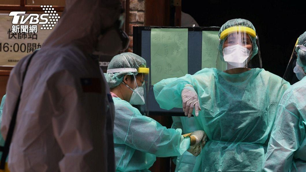 台灣新冠疫情升溫。(圖/達志影像路透社) 變種病毒株症狀多易忽略? 醫曝3情況趕緊篩檢