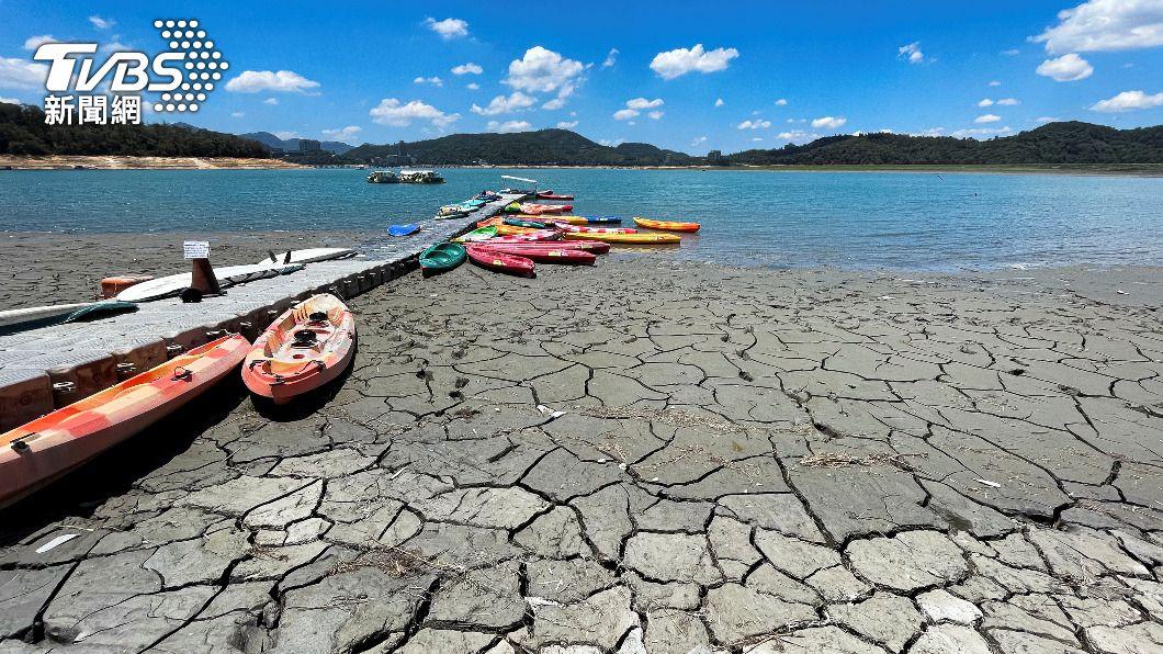 南投日月潭水位持續下降。(圖/達志影像路透社) 13縣市防高溫 氣象專家:未來10天難降水解旱