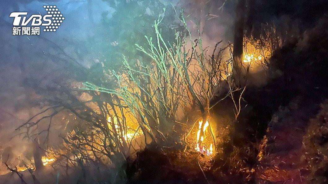 八通關杜鵑營地發生森林火災。(圖/中央社) 玉山林班八通關森林火災 直升機支援投水滅火