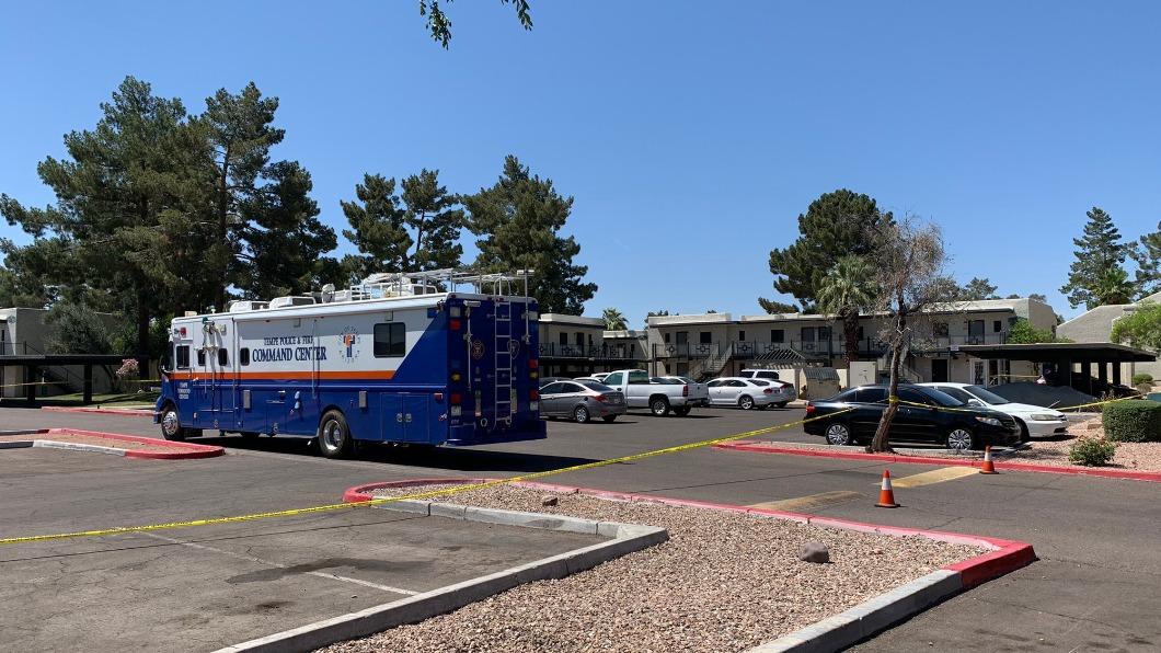 警方在命案現場圍起封鎖線。(圖/翻攝自Tempe Police推特@TempePolice) 美國婦女狠殺2名幼子自首 動機疑似因跟先生失和