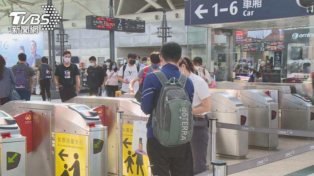 部分學生返鄉遠距上課。(圖/TVBS) 各級學校19日起改線上學習 教長籲大專生避免移動