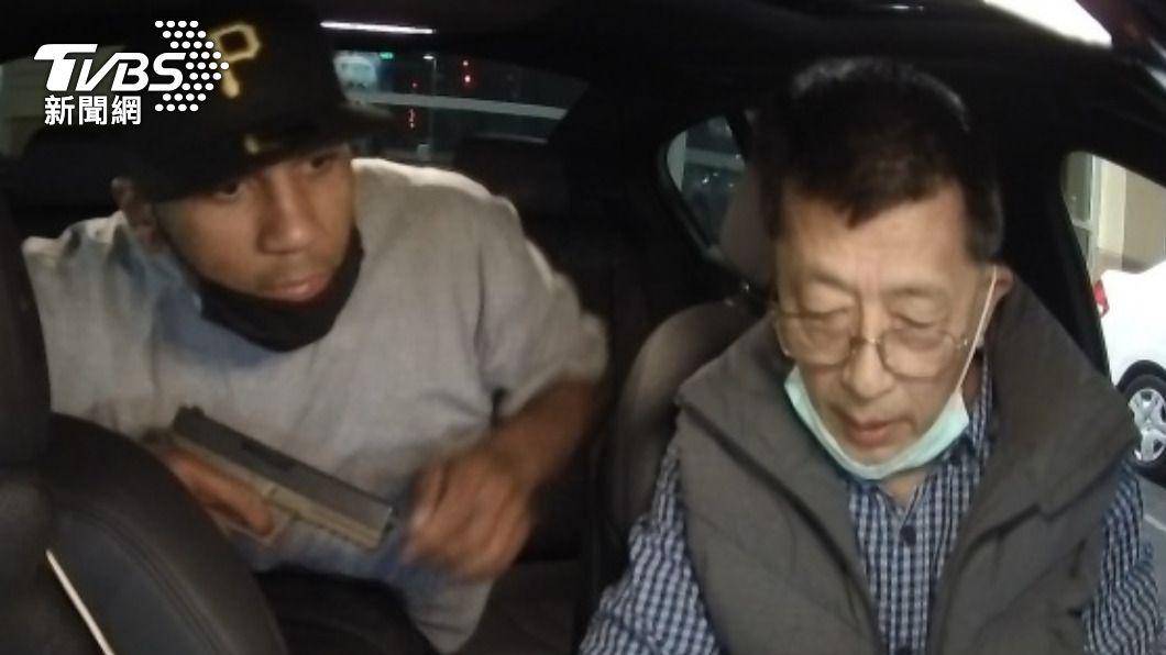 洛杉磯郊區一名台裔司機10日遭歹徒持槍搶劫,被罵「滾回中國」,這名廖姓司機強調「我來自台灣」保住性命。(圖/中央社) 槍口下喊「我來自台灣」保命 台裔司機被罵「滾回中國」