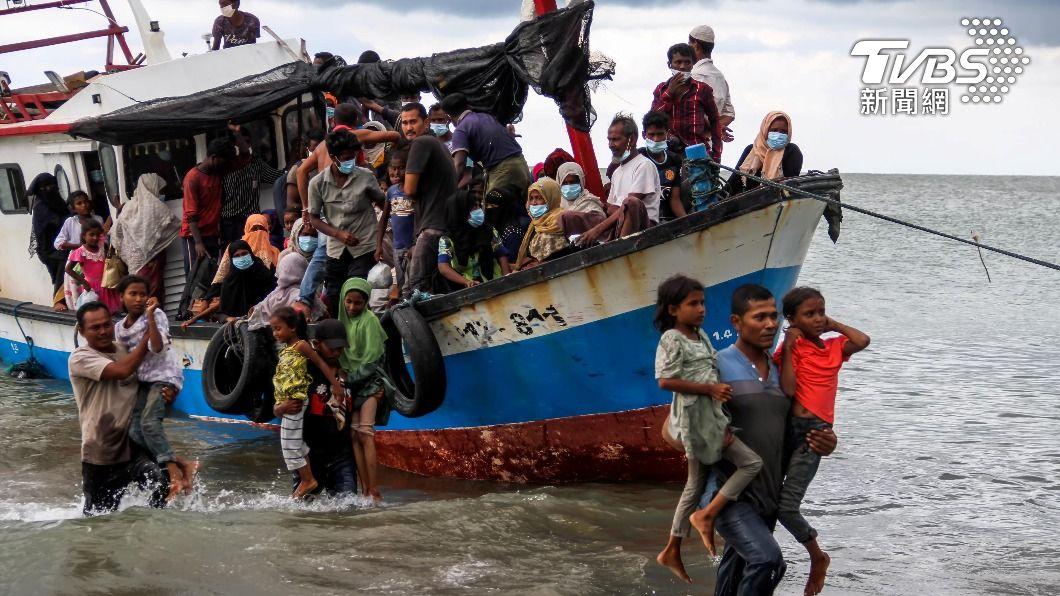 超載也是該遊船翻船的原因之一。(示意圖/達志影像 路透社) 自拍惹禍上身!印尼爪哇島遊船翻覆 7人死亡2人失蹤