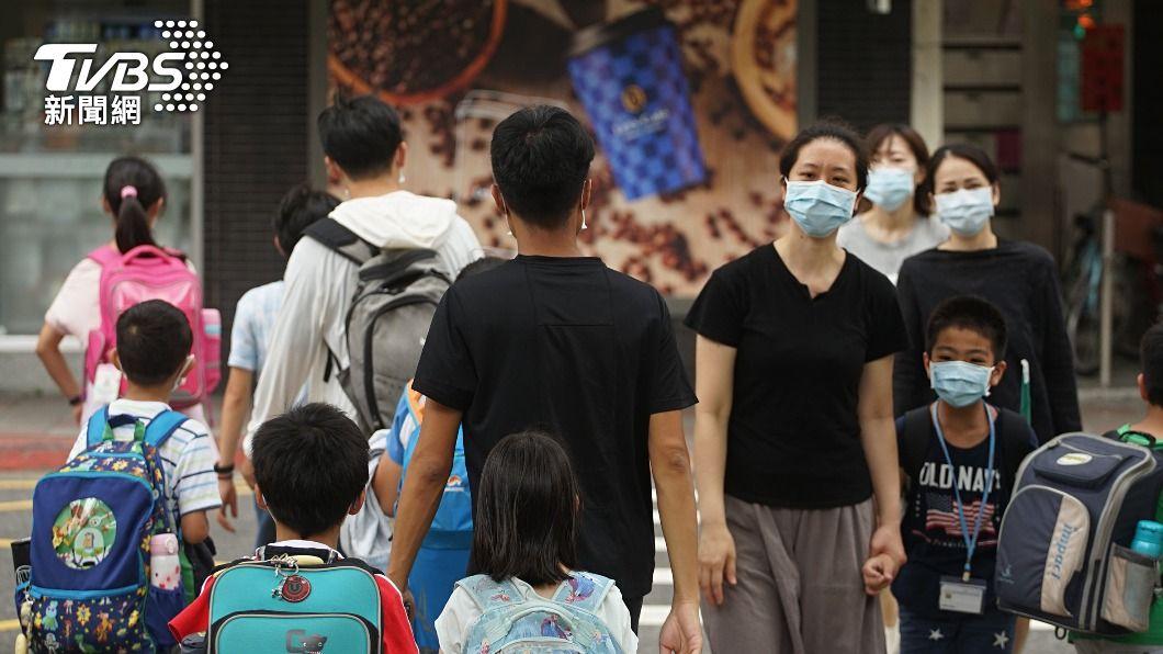 新北高中職以下學校停課至28日。(圖/中央社) 防疫升級 新北高中職以下學校18日起停課至28日