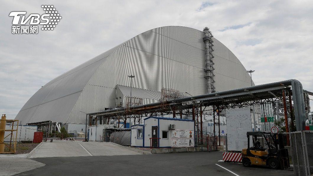 蘇聯政府以鋼筋混凝土打造巨大「石棺」,避免核污染向外擴散。(圖/達志影像路透社) 驚嚇!車諾比核電廠反應爐傳內部悶燒 若失控恐再爆炸