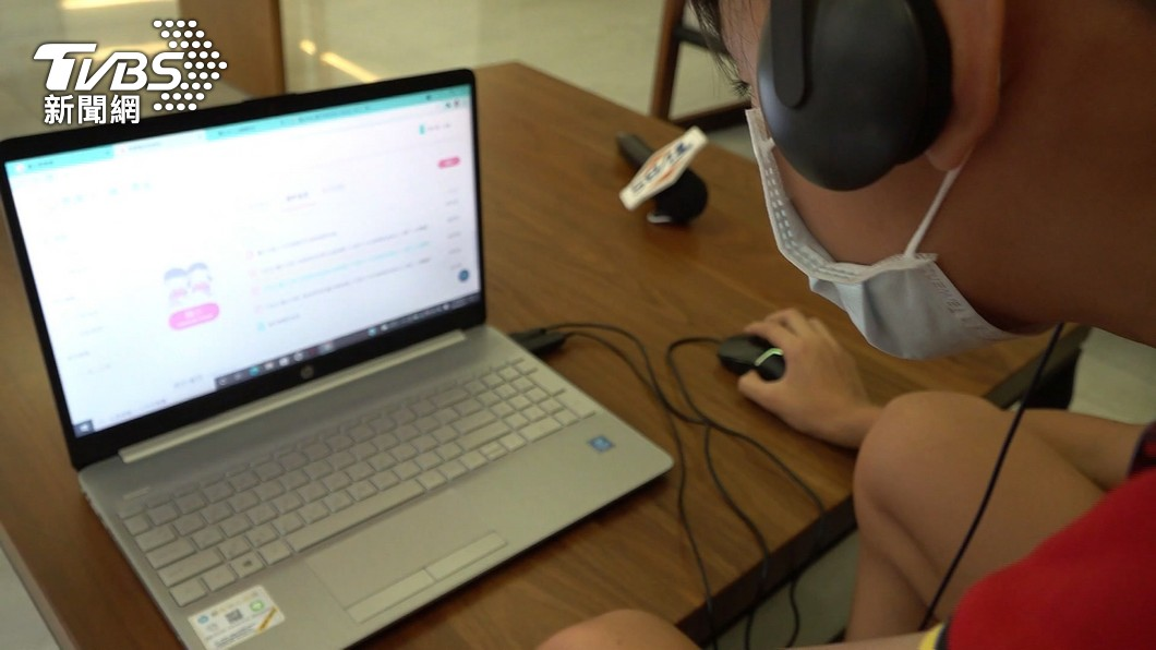 受疫情影響,全國學生上課改為遠距教學。(圖/TVBS) 全國學生提早放暑假、提前開學?教育部長:不太妥