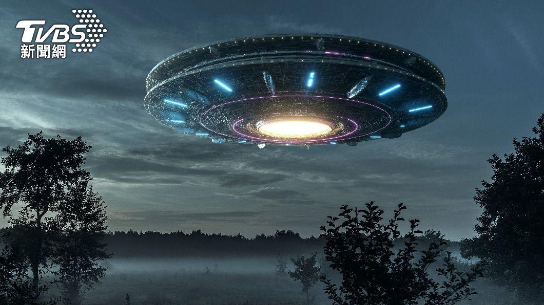 這個世界究竟有無外星人的存在,外界意見兩極化。(示意圖/shutterstock 達志影像) 被外星人綁架再送回家 女友目睹:他漂浮在空中