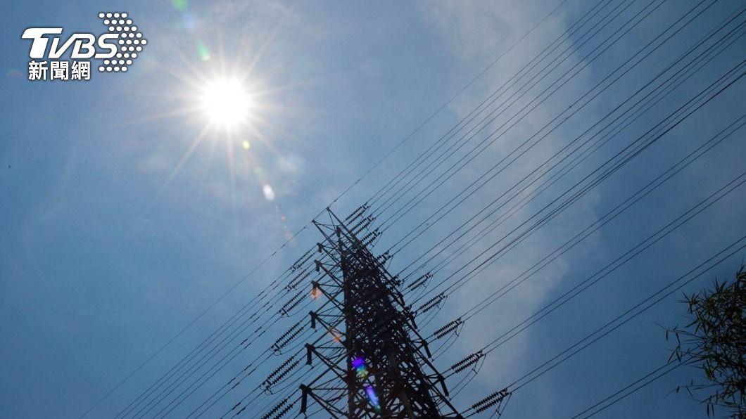 (圖/中央社) 供電亮出吃緊黃燈 台電估備轉容量率僅7.4%