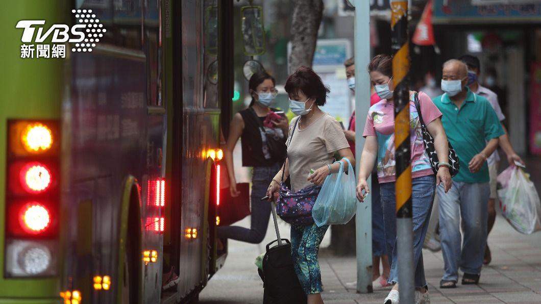(圖/中央社) 快篩陰性不代表未染疫 有疑似症狀禁乘大眾運輸