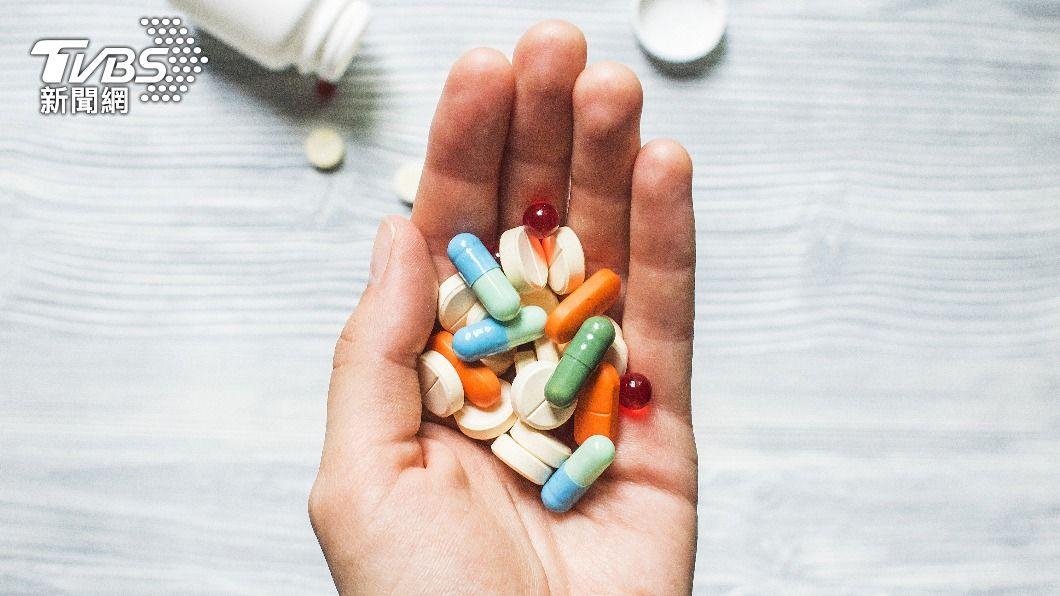 (示意圖/shutterstock 達志影像) 染疫輕症在家隔離 指揮中心:可自行服用退燒藥
