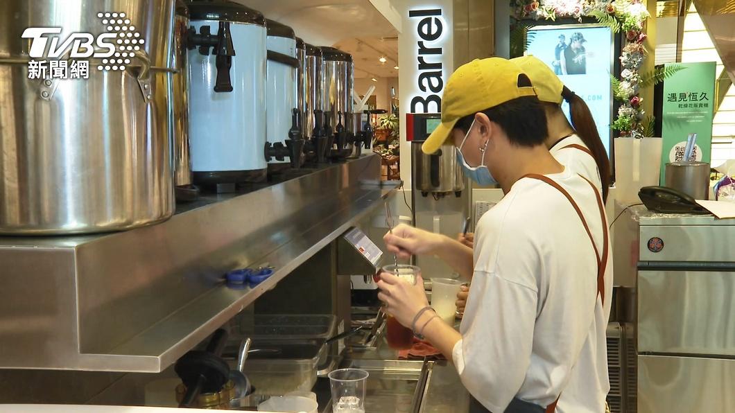 台中市明起嚴進餐廳內用。(示意圖/TVBS) 裝隔板也不行!中市禁「餐飲內用」違規最高罰1萬5