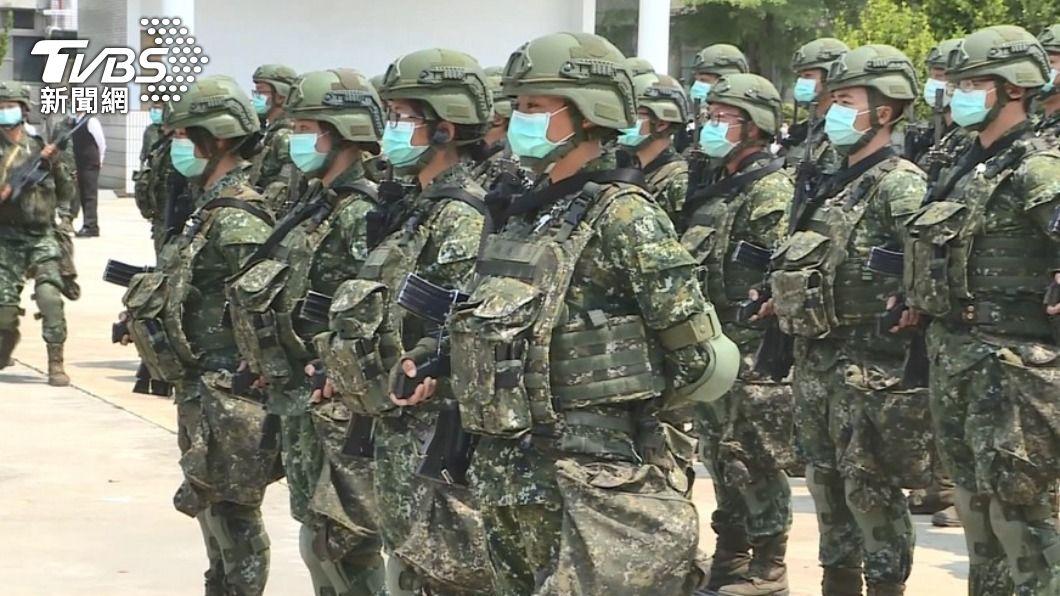 (圖/TVBS) 部隊適切防疫 張哲平:絕未下令國軍戴口罩睡覺