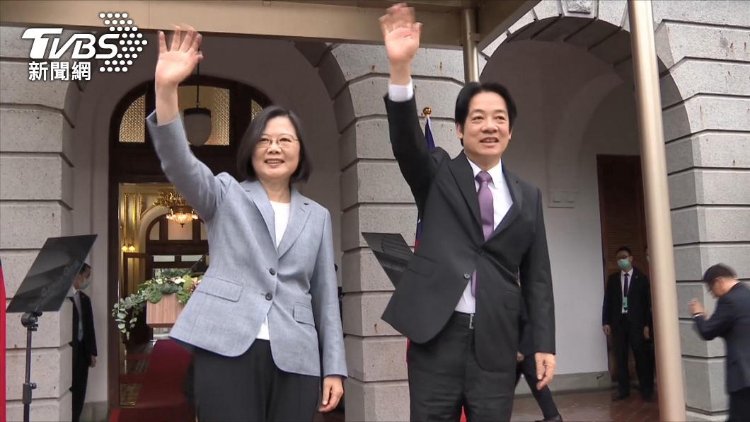 圖/TVBS 疫情燒進總統官邸!照顧退役犬志工染疫 蔡英文篩檢陰性
