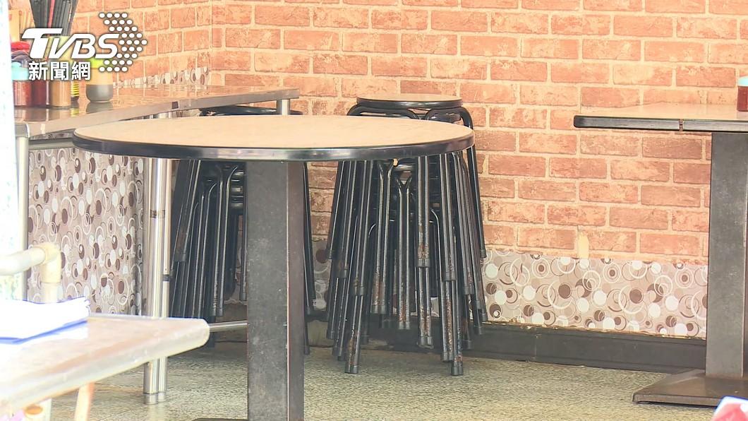 許多餐飲店配合防疫沒有提供內用服務。(示意圖/TVBS資料畫面) 餐廳考數學難題「解開才內用」 神人現身解答網愣了