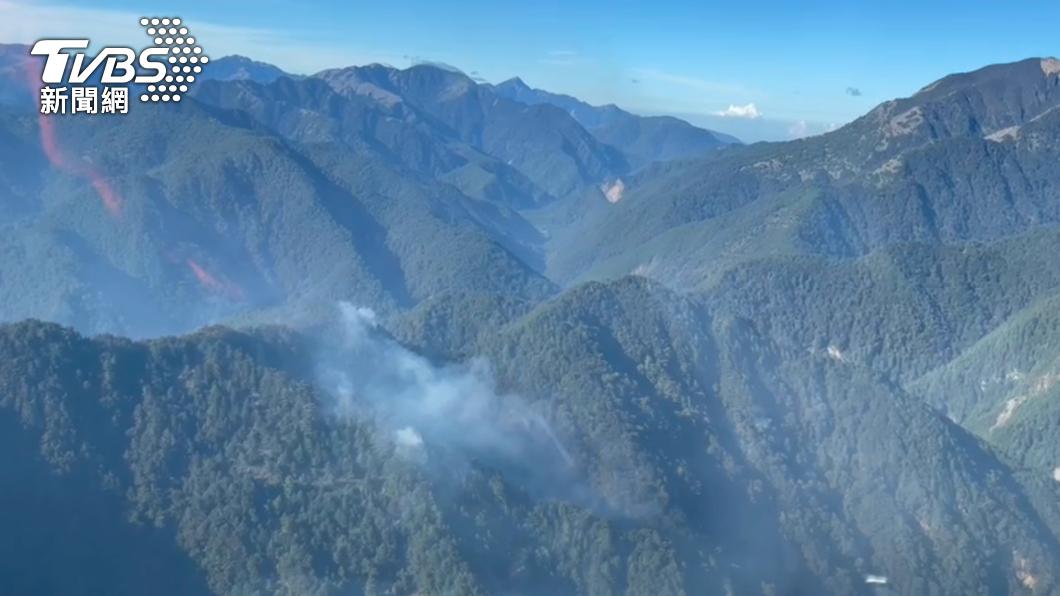 玉山國家公園八通關杜鵑營地發生森林大火。(圖/TVBS) 弄翻瓦斯爐引玉山狂燒不止?NCC專委遭質疑說謊