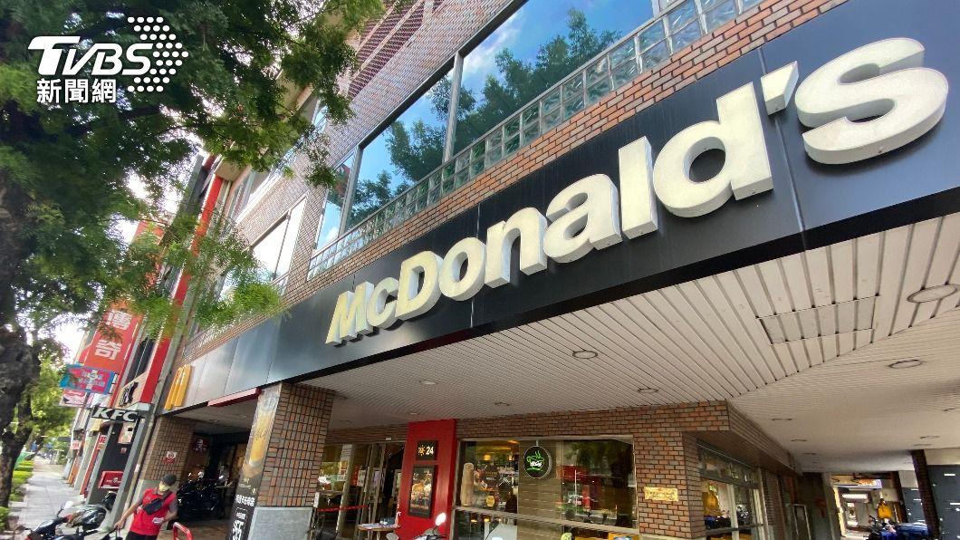 麥當勞歡樂送宣布暫停現金交易。(圖/中央社) 防疫優先避免接觸 麥當勞宣布歡樂送暫停現金交易