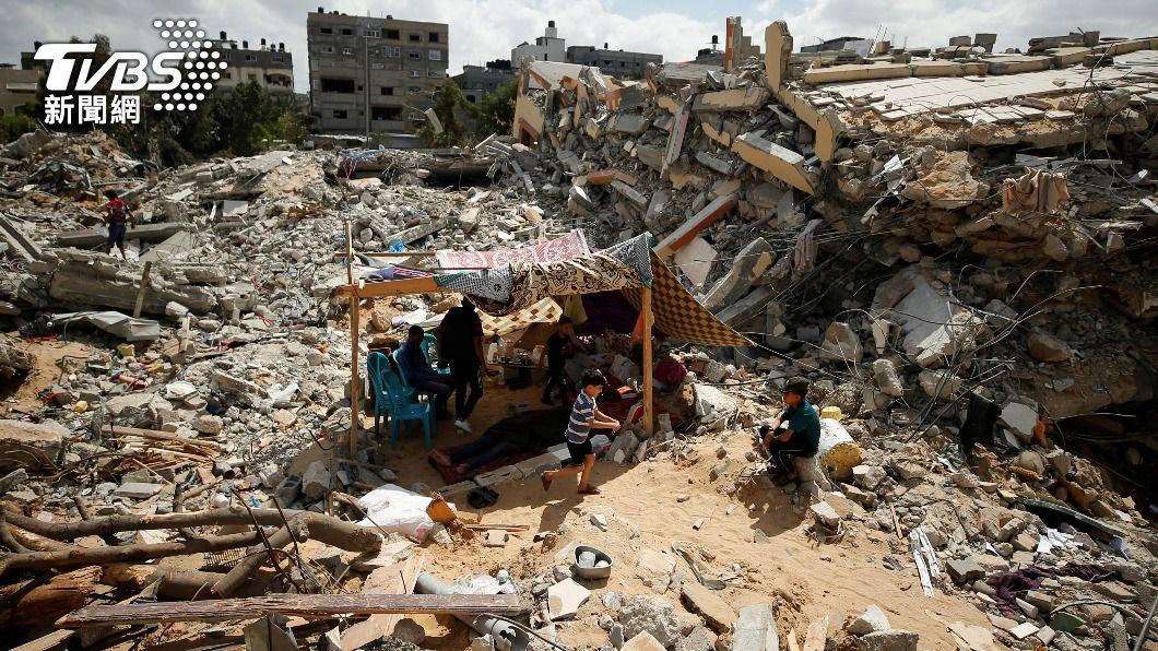 加薩走廊在連日來的空襲下滿目瘡痍,大量建築物遭轟成廢墟。(圖/達志影像路透社) 以巴停火協議生效 國際救援物資進入加薩地區