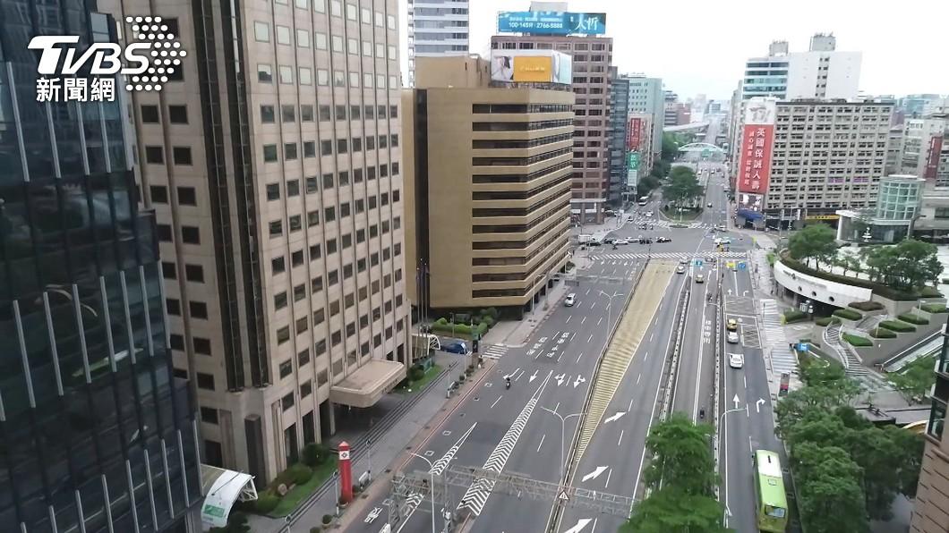 疫情嚴峻雙北「自主封城」。(圖/TVBS) 「台灣人只示範一次」登時代雜誌 網狂喊:丟臉到不敢看