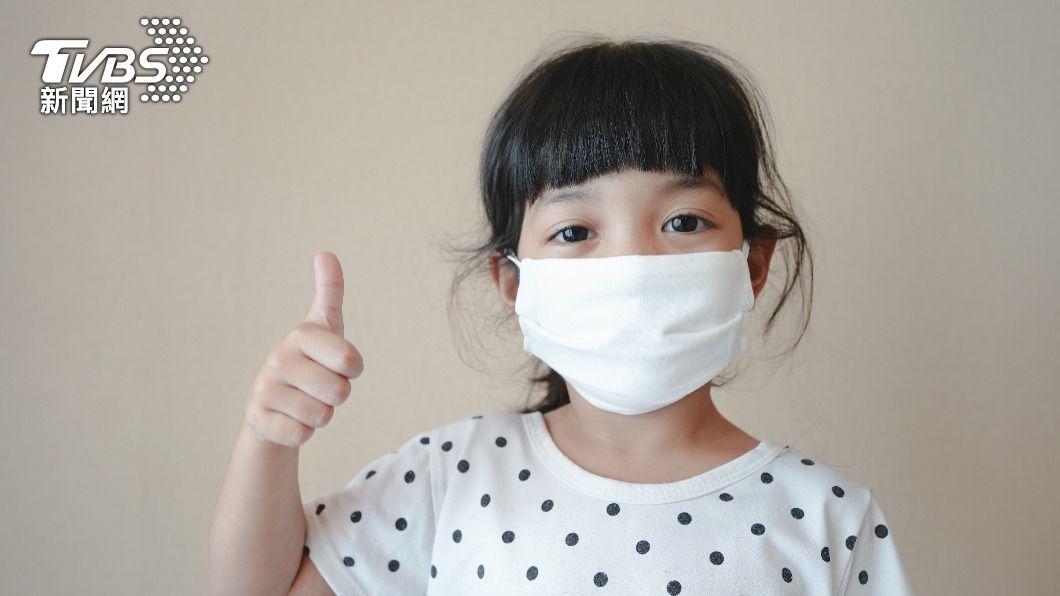 家長們都擔心兒童是否有戴好口罩。(示意圖/shutterstock達志影像) 家長免煩惱 11款兒童口罩這樣挑選、配戴最安心