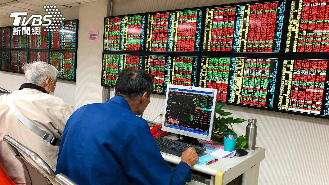 (圖/中央社資料照) 鋼鐵等強勢領軍 台股漲逾200點挑戰萬八關卡