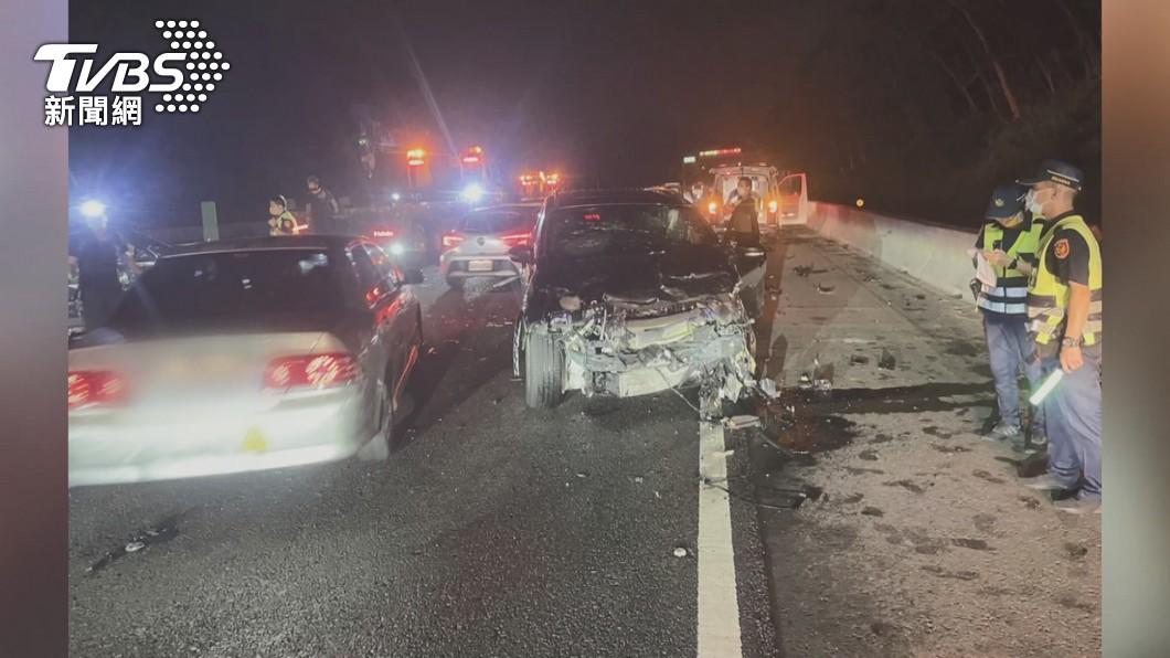 圖/TVBS 國3關西路段南下78K「七車連環撞」 釀1死4傷