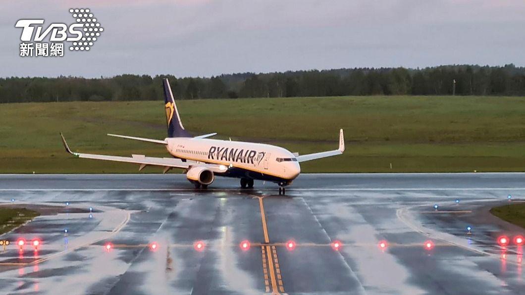 白俄強迫瑞恩航空一架客機降落。(圖/達志影像路透社) 控白俄羅斯逮人行徑如劫機 歐盟祭制裁切斷空中聯繫